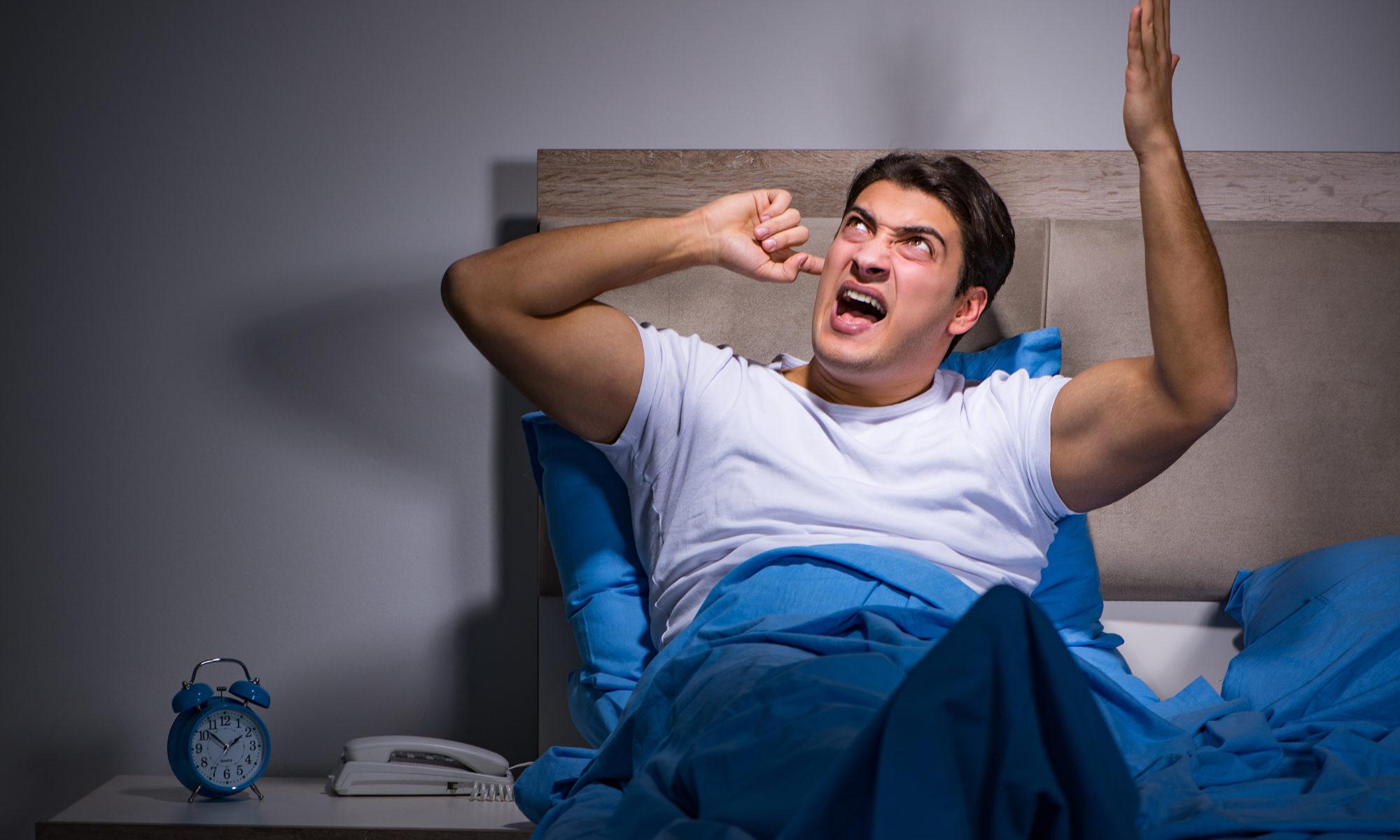 Illustration d'un homme qui ne peut pas dormir à cause des gens qui mettent la musique à fond