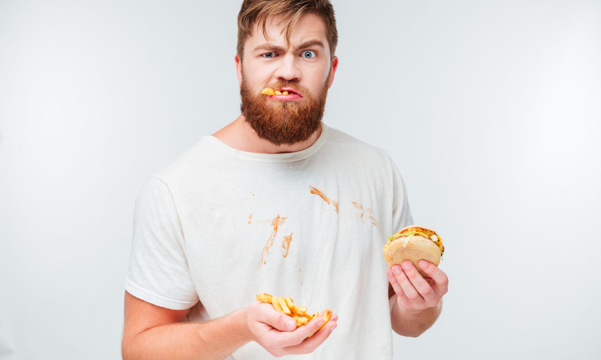 Les gens qui mangent la bouche pleine et en faisant du bruit avec leur bouche